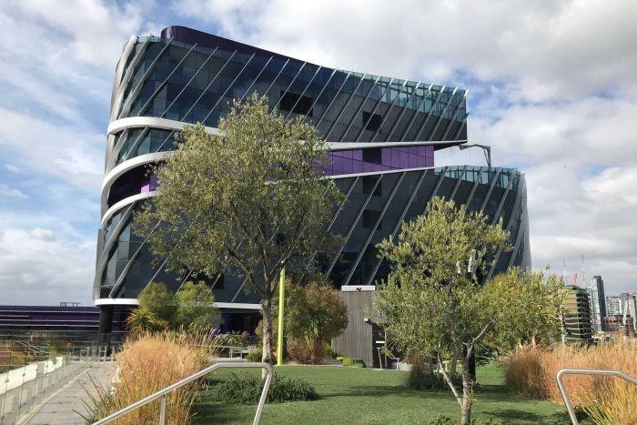 FÉNYKÉP: A Victoriai Általános Rákközpont zöld teteje relaxáló hatást gyakorol a páciensekre és a személyzetre is.